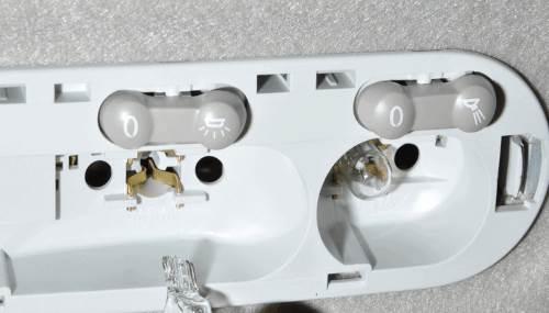 Заменить лампочки освещения в салоне Дастер
